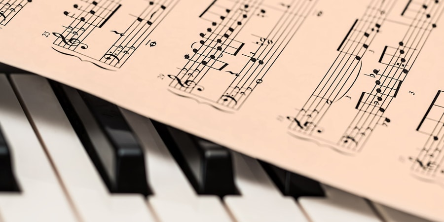 music note on piano